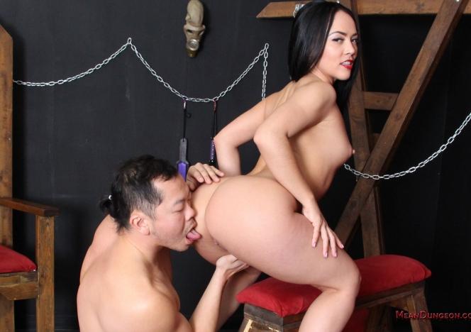 http://meandungeon.com/tour/content/1273_kristinarose_md/0.jpg